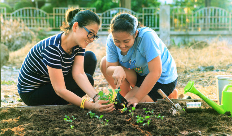 mother-daughter-planting
